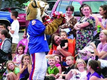 BCMS Bobcat mascot flirts with crowd.