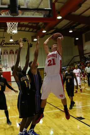 Johnathan Lamb goes up for a shot.