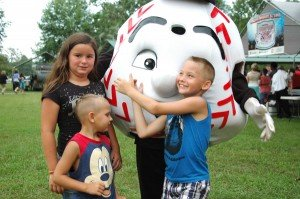 From left: Ryleigh Mash, Brycen and Peyton Tubberville with the Grand Slam mascot.
