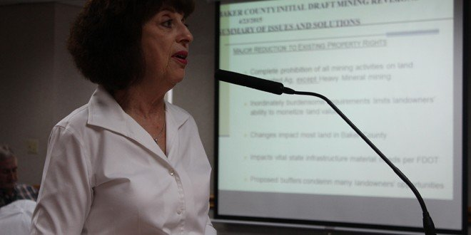 Large landowners favor less rigid mining codes