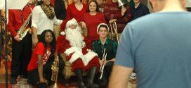 Hundreds show up for Breakfast with Santa concert